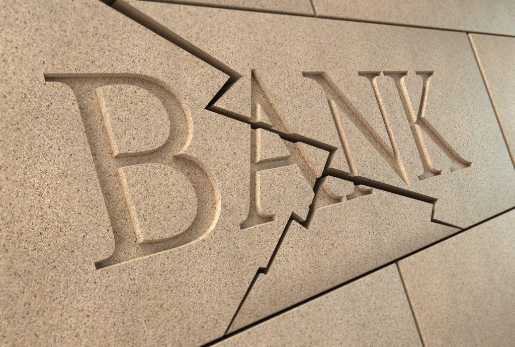Банк обещает обанкротить