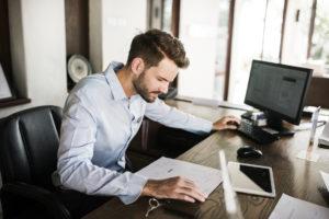 Можно ли работающему человеку объявить себя банкротом, что будет с зарплатой?